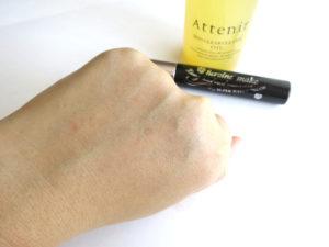 スキンクリアクレンズオイルを洗い流した後の手の甲の画像